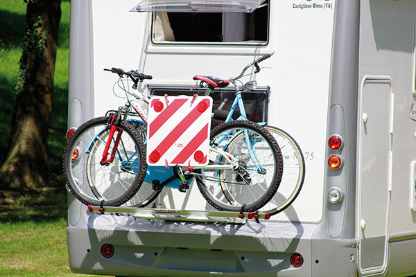 Autocaravana y bicicleta